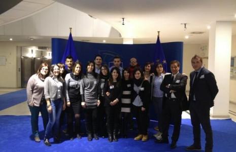 Laureati molisani in visita al parlamento europeo youni for Formazione parlamento